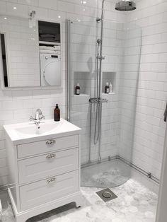 hemma-hos-andreas-helsingborg_sekelskifte-badrum-inspiration_tvattstuga_badrumsd… - home/mobel Bathroom Colors, Bathroom Sets, Small Bathroom, Dyi Bathroom, Basement Remodeling, Bathroom Renovations, Remodel Bathroom, Helsingborg, Mini Bad