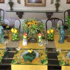 """@obelonopapel's photo: """"Os Periquitos na mesa tropical da @anapaulalteixeira #obelonopapel jogos americanos descartáveis .Venda online com frete grátis .  www.obelonopapel.com.br"""""""