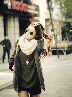 sweater jacket skirt/ shorts long necklace scarf