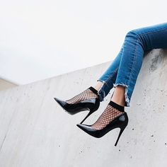 Super how to cut jeans at the ankle diy Ideas Grunge Fashion, All Fashion, Fashion 2020, Fishnet Socks, Lace Socks, Preppy Outfits, Chic Outfits, Fashion Outfits, Socks And Heels