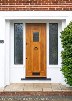 Exquisite Modern Front Doors you need to buy - Decor Scan : The new way of thinking about your home and interior design Modern Entrance Door, Modern Front Door, Double Front Doors, Wood Front Doors, Front Door Design, Front Door Colors, Glass Front Door, Small Doors, Small Windows