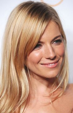 Sienna Miller blonde is the perfect summer blonde look IMO