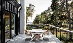 The table offers an al fresco dining opportunity.