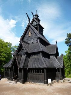 I'm no photographer or anything, but the conditions were really just perfect for this pic. I present to you: Gol Stave Church Interesting Buildings, Beautiful Buildings, Beautiful Places, Norwegian House, Unique Architecture, Place Of Worship, Romanesque, Exterior Doors, Bird Houses