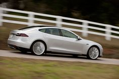 tesla Model S オトナ5人子供2人乗れるらしい電気自動車