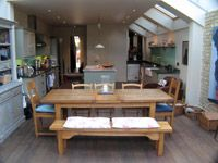 Roof velux in kitchen Kitchen Diner Extension, Open Plan Kitchen, New Kitchen, Kitchen Dining, Narrow Kitchen, Kitchen Ideas, Hall And Living Room, Cocinas Kitchen, House Extensions