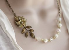 Hey, I found this really awesome Etsy listing at https://www.etsy.com/listing/76092929/vintage-flower-rhinestone-necklace-ooak