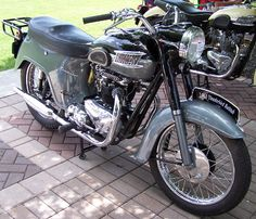 Photogenic Classic Motorcycles: Triumph Bathtub