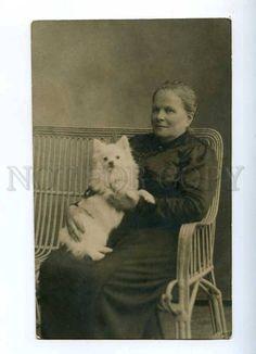 187425 RUSSIA Mourning Lady & WHITE SPITZ Vintage PHOTO