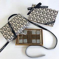フェラガモ アイシングクッキー - Google 検索 Louis Vuitton Damier, Google, Pattern, Bags, Fashion, Handbags, Moda, Fashion Styles, Patterns
