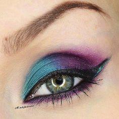 Blue and purple eyeshadow - galaxy makeup Wedding Makeup Blue, Blue Makeup, Skin Makeup, Beauty Makeup, Eyeshadow Makeup, Blue Wedding, Peacock Makeup, Bridal Makeup, Trendy Wedding