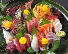 Pin by はな on 刺身 Arte Do Sushi, Sushi Art, Japanese Food Sushi, Japanese Street Food, Sushi Burger, My Sushi, Sushi Recipes, Asian Recipes, Sashimi Sushi