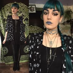 "Gefällt 650 Mal, 6 Kommentare - Alex W (@thegothicalice) auf Instagram: ""✨ Patterned shirt, choker and leggings from Hot Topic, boots thrifted, long necklace from…"""
