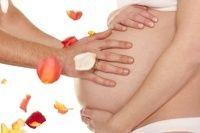 Κατά τη διάρκεια της εγκυμοσύνης, θα νιώθετε περισσότερη ζέστη από ότι συνήθως. Αυτό συμβαίνει λόγω των ορμονικών αλλαγών και της αύξησης της παροχής αίματος στο δέρμα. Σας δίνουμε 3 συμβουλές για να ανακουφιστείτε!