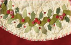 Tree skirt with giant rick rack holly. This design would make a cute dish towel edging Christmas Applique, Christmas Sewing, Christmas Projects, Holiday Crafts, Rick Rack, Christmas Tree Design, Christmas Decorations, All Things Christmas, Christmas Holidays