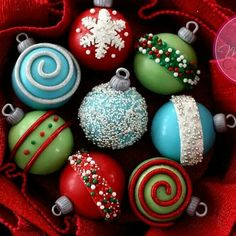 Bauble cupcakes