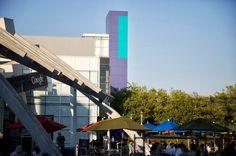 Het Googleplex van de buitenkant. Spectaculair en een echt campus gevoel!