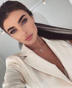 "@luxe.vibez on Instagram: ""Beauty 🖤 @nika_marianaaa . . . #classy #beautiful #beautifulgirls #model #greeneyes #explore #explorepage #followforfollowback…"" Skin Makeup, Beauty Makeup, Hair Beauty, Bridal Makeup, Wedding Makeup, Beautiful Eyes, Pretty Face, Pretty People, Natural Makeup"
