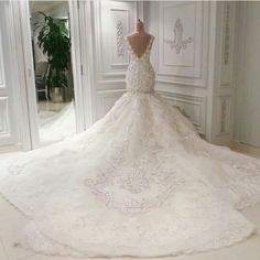 2016 Luxury Sparkly Backless mermaid wedding gowns with Appliques/Beads Cathedra. 2016 Luxury Sparkly Backless mermaid wedding gowns with Appliques/Beads Cathedral Train Arabic mermaid Wedding Dresses V. Wedding Dress Cathedral Train, Wedding Dress Train, Wedding Dress Chiffon, Luxury Wedding Dress, Lace Mermaid Wedding Dress, Wedding Dress Styles, Dream Wedding Dresses, Wedding Gowns, Ivory Wedding