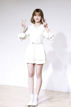 "181222 ""Promise with Kpop Girl Groups, Korean Girl Groups, Kpop Girls, Glass Shoes, Cute Korean, Korean Artist, Kpop Fashion, Magical Girl, South Korean Girls"