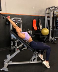 Upper Body Cable Workout 1. 15 reps 2. 12 reps 3. 15 reps 4. 15 reps 3-5 rounds #alexiaclark #queenofworkouts #queenteam…