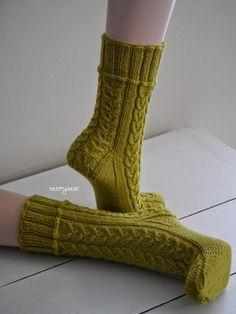 beemybear's Wollblog: No. 90 - Tränendes Herz, link to free pattern on my blog