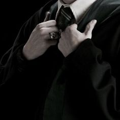 Draco Malfoy Aesthetic, Slytherin Aesthetic, Harry Potter Aesthetic, Black And White Picture Wall, Black And White Pictures, Aesthetic Rings, Aesthetic Pictures, Harry Potter Universal, Harry Potter Feels