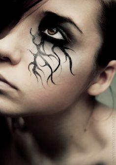 Halloween eye make-up Maquillaje Halloween Vampira, Halloween Eye Makeup, Halloween Eyes, Witch Makeup, Fx Makeup, Halloween Party, Easy Makeup, Halloween Costumes, Weird Makeup
