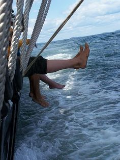 sailing, feet, ocean, spray, sailboat, lines, froth, salt, wind, sail, sport, adventure,