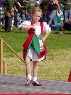 Irish Jig, Red Jumper, Irish Dance, Dress Picture, Dance Outfits, Dance Costumes, Hip Hop, Dancer, Ballet