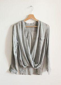 Kup mój przedmiot na #vintedpl http://www.vinted.pl/damska-odziez/koszule/15809746-koszula-kopertowa-szara-minimalizm-basic-klasyka-tumblr-blogerska-luzna-oversize