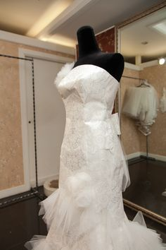 Z:IN VERA WANG Dress Mermaid Wedding, Lace Wedding, Wedding Dresses, Vera Wang Dress, Fashion, Bride Dresses, Moda, Bridal Gowns, Fashion Styles