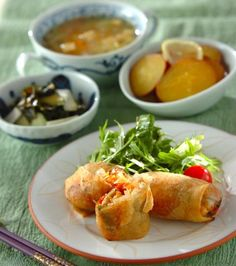 今日の献立は「鶏ささみのパリパリ春巻き」 - 【E・レシピ】料理のプロ ... 野菜がゴロゴロいっぱい詰まった春巻き。鶏ささ身なので、サッパリと頂けます。副菜とショウガの効いた白菜の中華スープで今日は簡単中華風メニュー。