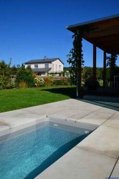 Privatgarten mit Pool & Seerosenbecken Pooltechnik Salzelektrolyse ...