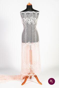 Dantelă roz piersică pe bază din tulle elastic de aceeași nuanță. Dantelă cu design liniar realizat cu fir lucios roz piersică. Modelul dantelei este dispus pe întreaga suprafață a materialului și este accesorizat cu mărgeluțe și paiete translucide. Dantela poate fi folosită pentru crearea rochiilor de ocazie. Dresses, Design, Fashion, Vestidos, Moda, Fashion Styles, Dress, Fashion Illustrations