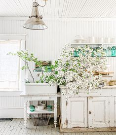 White Farmhouse, Farmhouse Homes, Cottage Homes, French Country Furniture, Cottage Interiors, French Provincial, Get Some, Laundry Room, Beach House