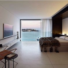 Bondi house capturing this stunning view @redgenmathieson #architecture #interiors #design #interiordesign #art #luxury #views #contemporary #bedrooms #contempoperth