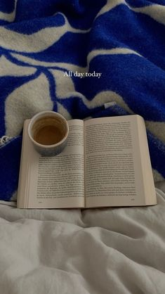 School Motivation, Study Motivation, Book Aesthetic, Aesthetic Pictures, I Love Books, Books To Read, Coffee And Books, Instagram Story Ideas, Book Nooks