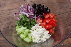 Salade Grecque traditionnelle : tomate, concombre, feta, coriandre | http://www.lacuisinedujardin.com/recette/salade-grecque-traditionnelle
