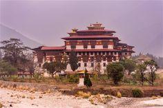 Otro de los muchos dzong que se encuentran en Bután, el Punakha Dzong