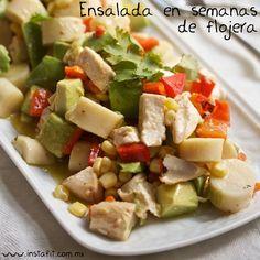 Para los que piensan que únicamente tienen tiempo de preparar unas quesadillas o cereal, les damos la manera fácil de comer verduras: una deliciosa ensalada.