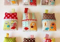 Casinha Peso de Porta Passo a Passo com Molde - Artesanato Passo a Passo! Scrap Fabric Projects, Small Sewing Projects, Sewing Projects For Beginners, Fabric Scraps, Sewing Hacks, Sewing Crafts, Sewing Tips, Diy Projects, Sewing Patterns Free
