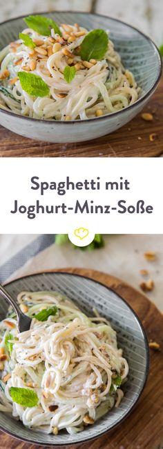 Diese Spaghetti-Kombination vom Foodblog Bistro Badia hat mich überzeugt! Nudeln, Gurke, Knoblauch, Minze, Joghurt, Pinienkerne...mhmmm!