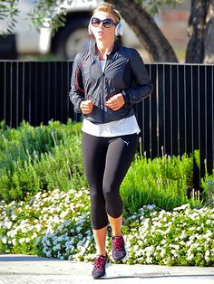 Julianne Hough was in the zone during an outdoor workout in the gorgeous Los Angeles sunshine! Glad she wore stylish sunnies to keep her lookin' good and to protect her peepers!