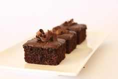 My Rich Chocolate Squares will to curb your chocolate cravings. All the chocolate taste without the added fats. Freeze in individual portions. Slab Cake, Diabetic Recipes, Healthy Recipes, Chocolate Squares, Living A Healthy Life, Healthy Choices, Sweet Recipes, Cravings, Healthy Snacks