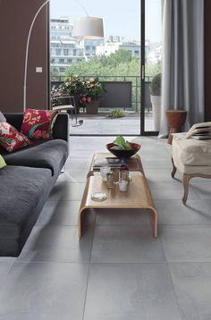 Un carrelage à l'aspect béton qui donne une touche de modernité à la pièce