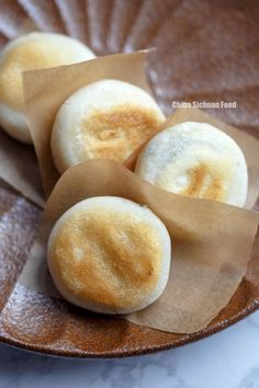 Sticky Rice Cake with Black Sesame Filling - Dessert Recipes Asian Desserts, Asian Recipes, Sweet Recipes, Chinese Desserts, Asian Snacks, Chinese Recipes, Desserts Chinois, Rice Cakes, Asian Cooking