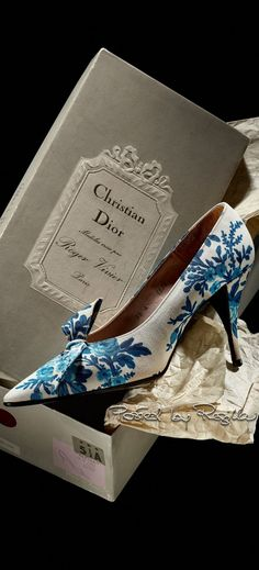 Regilla ⚜ Christian Dior by Roger Vivier 1960 #rogervivierhandbags #rogervivierheels