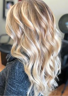 Top 50 Women's Hairstyles for Women in 2019 These trendy Hairstyle ideas would gain you amazing compliments. Check out our gallery for more ideas these are trendy this year. Top 50 Women's Hairstyles for Women in 2018 Visage Halloween, Halloween Makeup, Pretty Halloween, Halloween Cat, Halloween Ideas, Balayage Hair, Ombre Hair, Bayalage, Blonde Hair Looks