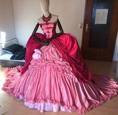 Soiree Kleid aus Saphirblau nachempfunden von Anton Krug